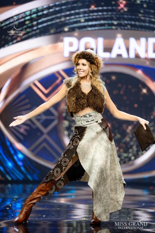 Bắt mắt với những bộ Quốc phục tại cuộc thi Hoa hậu Hòa Bình Thế giới - Ảnh 16.