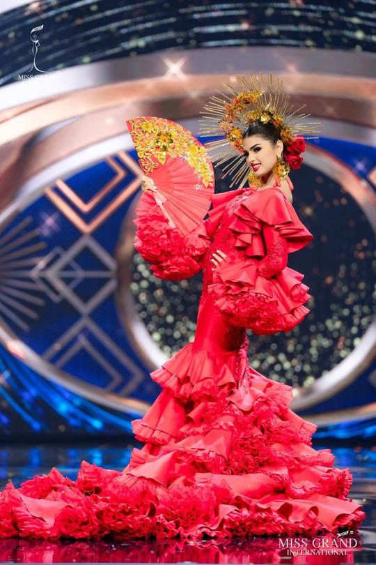 Bắt mắt với những bộ Quốc phục tại cuộc thi Hoa hậu Hòa Bình Thế giới - Ảnh 11.