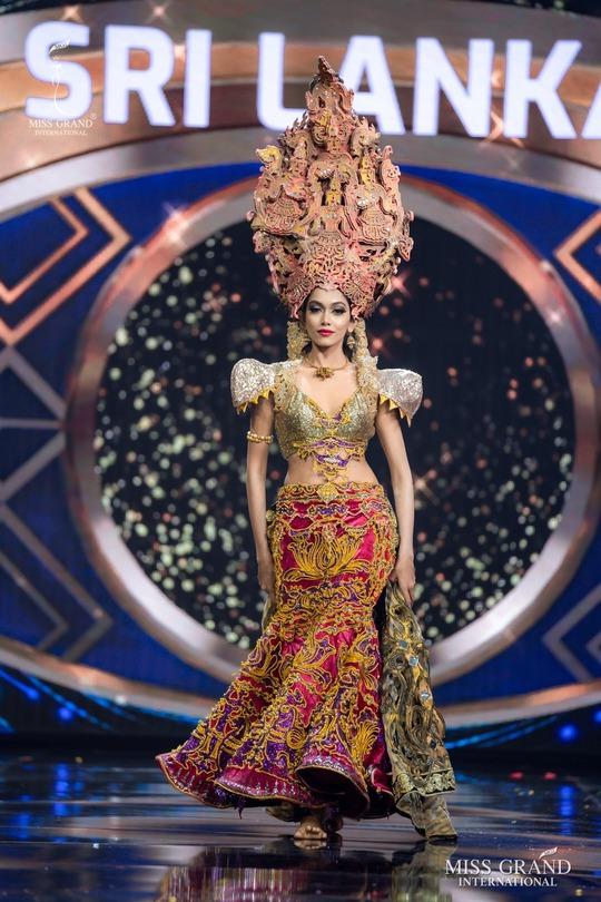 Bắt mắt với những bộ Quốc phục tại cuộc thi Hoa hậu Hòa Bình Thế giới - Ảnh 10.