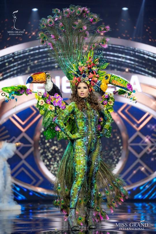 Bắt mắt với những bộ Quốc phục tại cuộc thi Hoa hậu Hòa Bình Thế giới - Ảnh 7.