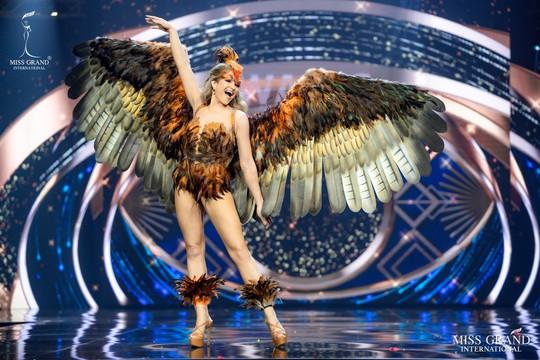 Bắt mắt với những bộ Quốc phục tại cuộc thi Hoa hậu Hòa Bình Thế giới - Ảnh 8.