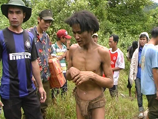Người rừng Hồ Văn Lang đi làm căn cước công dân - Ảnh 2.