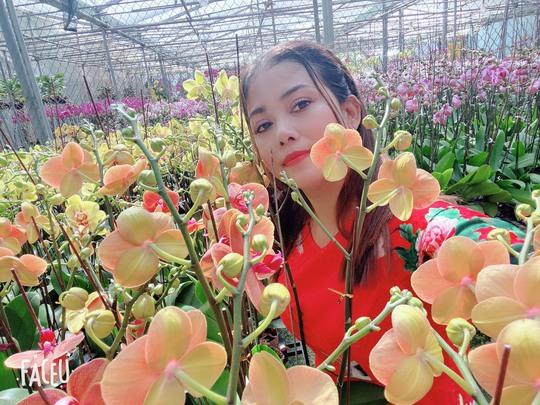 Chủ vườn lan Hằng Nguyễn: Từ bỏ nghiệp giáo để lập nghiệp với hoa lan - Ảnh 2.