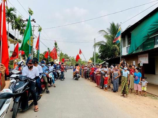 Quân đội Myanmar bị chỉ trích vì bắn chết người biểu tình trong ngày trọng đại - Ảnh 1.