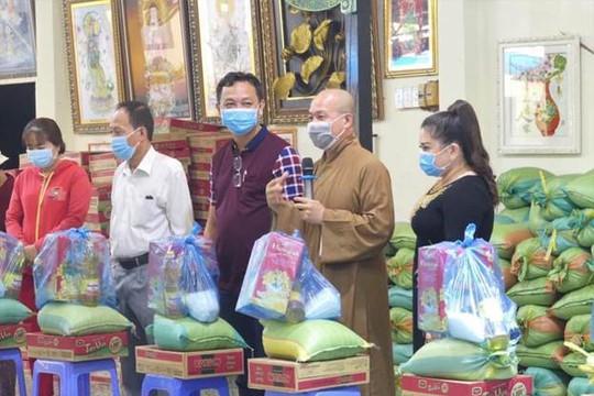 Đại đức Thích Trí Huệ trao gần 4000 suất quà cho bà con nghèo dịp Tết Tân Sửu 2021 - Ảnh 5.