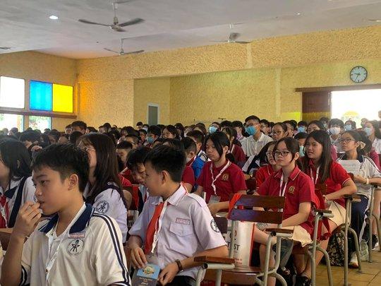 Choáng với màn so tài bằng tiếng Anh của học sinh TP HCM - Ảnh 2.