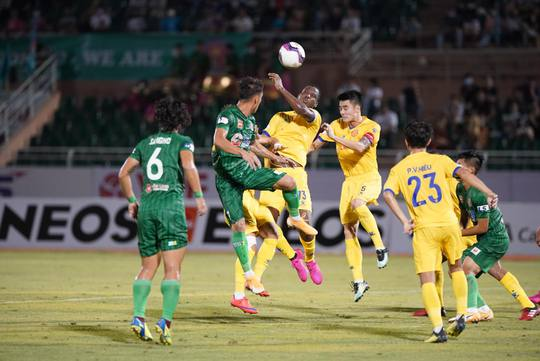 Sài Gòn FC thảm bại trước Nam Định ngay trên sân nhà - Ảnh 1.