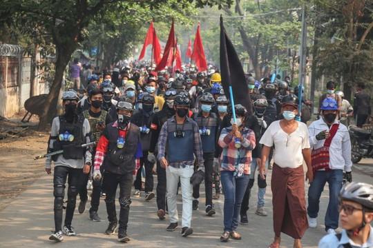 Myanmar: Hơn 100 người thiệt mạng một ngày, tướng lĩnh thế giới lên tiếng - Ảnh 2.