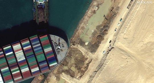 Thêm 2 tàu kéo đến cứu siêu tàu Ever Given - Ảnh 2.