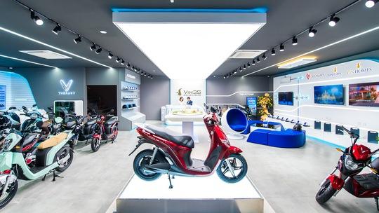 VinFast tặng pin lithium cho khách hàng mua xe máy điện VinFast Ludo và Impes - Ảnh 2.