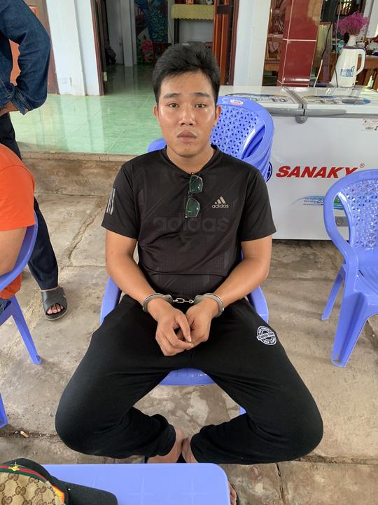 Bắt 2 đối tượng đi ôtô, cướp súng của cảnh sát hình sự ở Tiền Giang - Ảnh 2.