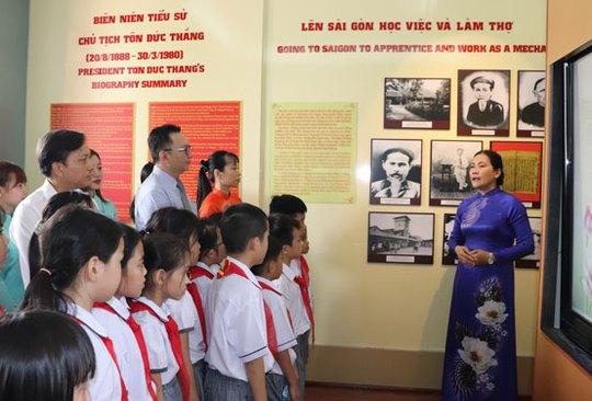 Dâng hương tưởng niệm 41 năm ngày mất Chủ tịch Tôn Đức Thắng - Ảnh 1.
