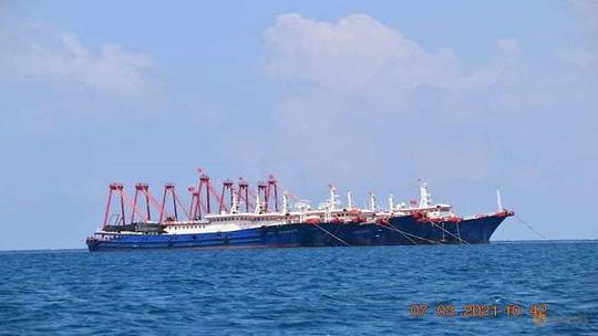 Philippines: Hàng trăm tàu Trung Quốc tỏa ra ở quần đảo Trường Sa - Ảnh 1.