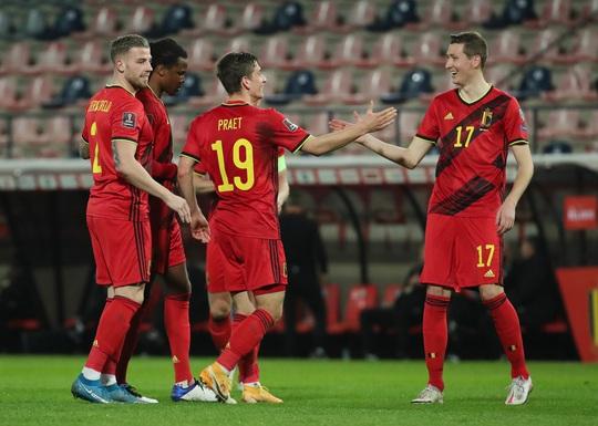 Bỉ và Hà Lan dội mưa 15 bàn thắng tại vòng loại World Cup - Ảnh 1.