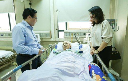 Mai vàng nhân ái thăm nhạc sĩ Phú Quang - Ảnh 1.
