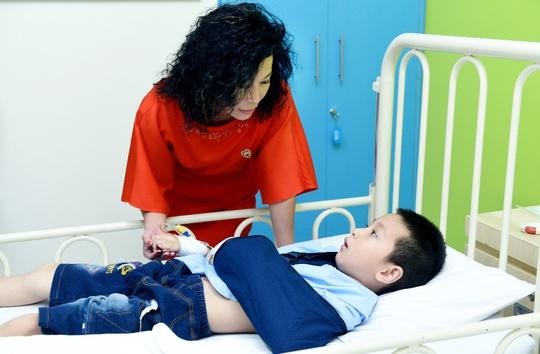 Quỹ Nâng bước tuổi thơ: 15 năm mang y tế quốc tế đến cho bệnh nhi nghèo - Ảnh 2.