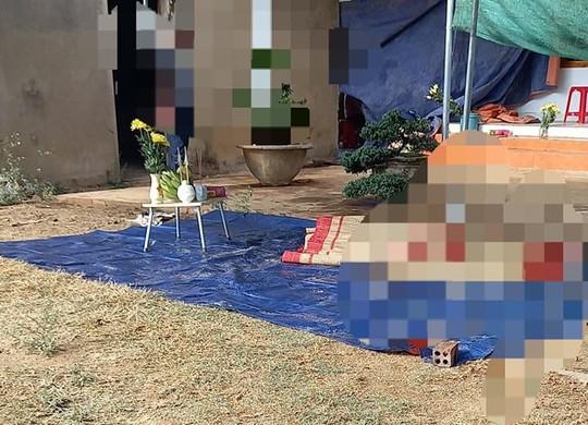 Thi thể một phụ nữ nổi trên hồ không mặc quần áo - Ảnh 2.