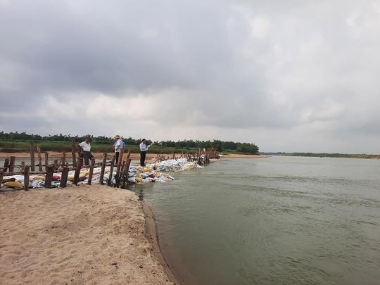 """Độ mặn gần 1/3 nước biển, nhiều khu vực Đà Nẵng """"khát"""" nước sinh hoạt - Ảnh 2."""
