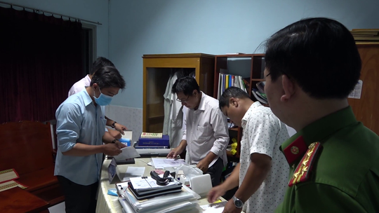 CLIP: Hành trình bắt khẩn cấp giám đốc bệnh viện và các đối tượng liên quan vụ giết người - Ảnh 8.