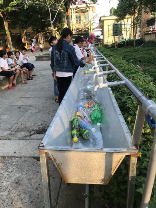 Học sinh miền Tây nô nức đổi rác thải nhựa lấy dụng cụ học tập - Ảnh 9.