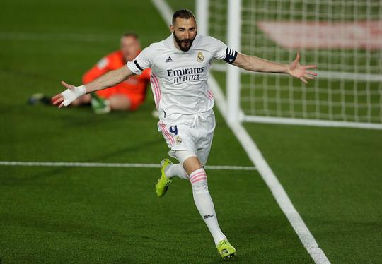 Hạ Barcelona ở siêu kinh điển, Real Madrid soán ngôi đầu La Liga - Ảnh 3.