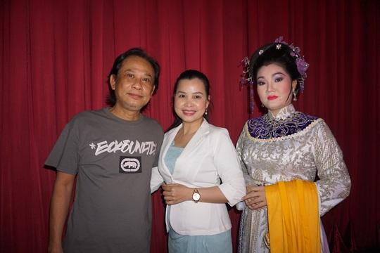 Vở Thủy chiến đông khán giả trẻ xem, nữ đạo diễn Kim Tiến bật khóc - Ảnh 1.