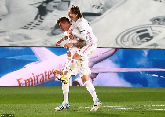 Hạ Barcelona ở siêu kinh điển, Real Madrid soán ngôi đầu La Liga - Ảnh 5.