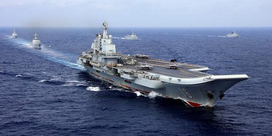 Biển Đông chật chội tàu sân bay Mỹ - Trung - Ảnh 1.
