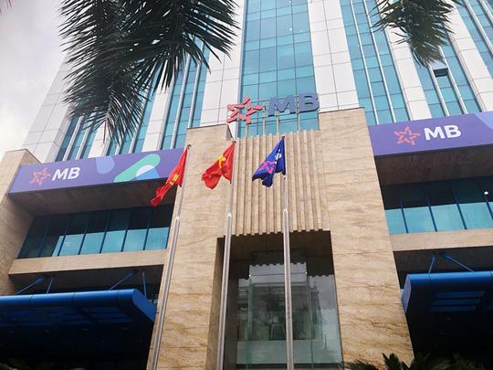 Từ điểm hữu hạn, ngân hàng Việt tính đường dài - Ảnh 1.