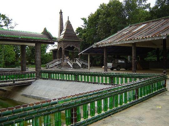 """Ngôi chùa vỏ chai - Kiến trúc """"có một không hai"""" ở Thái Lan - Ảnh 4."""