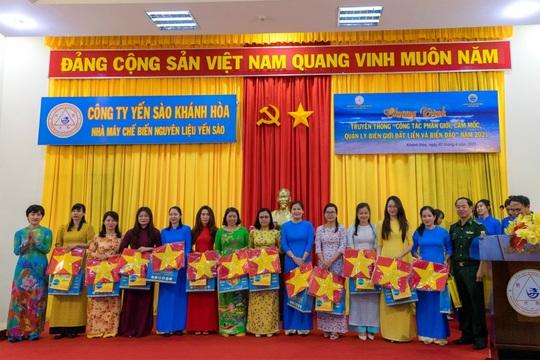 Hội Phụ nữ tuyên truyền biên giới đất liền và biển đảo cho hội viên - Ảnh 1.