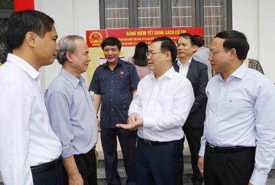 Chủ tịch Quốc hội Vương Đình Huệ kiểm tra công tác chuẩn bị bầu cử tại Quảng Ninh - Ảnh 2.