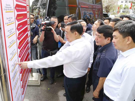 Chủ tịch Quốc hội Vương Đình Huệ kiểm tra công tác chuẩn bị bầu cử tại Quảng Ninh - Ảnh 1.