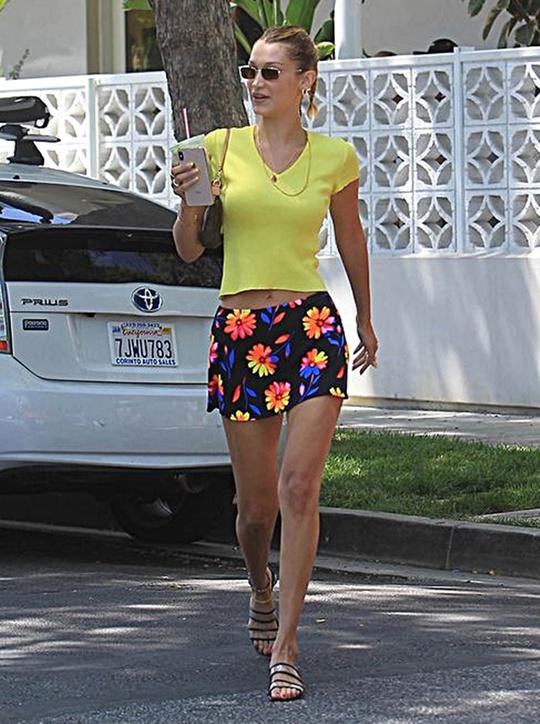 Sao Hollywood lăng xê chân váy mini mát mẻ mùa hè - Ảnh 3.