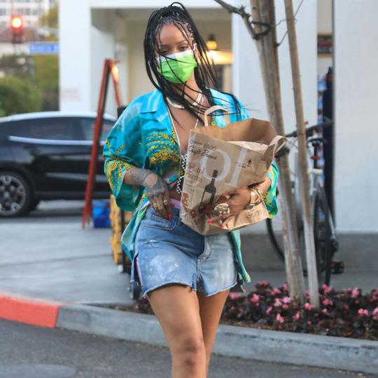 Sao Hollywood lăng xê chân váy mini mát mẻ mùa hè - Ảnh 4.
