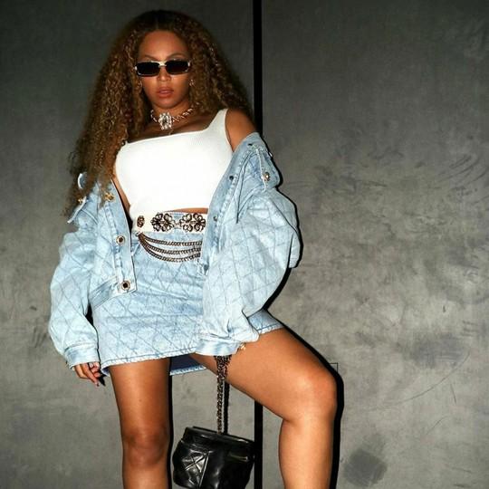 Sao Hollywood lăng xê chân váy mini mát mẻ mùa hè - Ảnh 5.