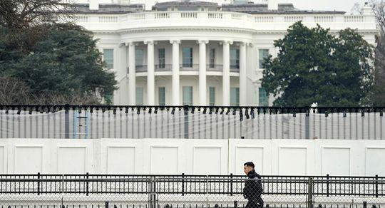 Mỹ trừng phạt, trục xuất 10 nhà ngoại giao Nga - Ảnh 1.