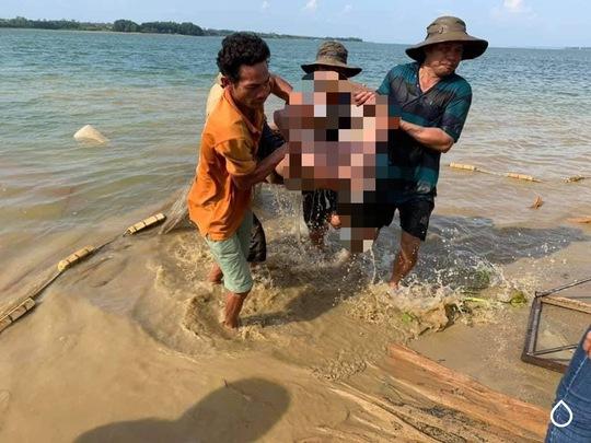 Người dân kéo lưới tìm thấy thi thể người đàn ông ở hồ Trị An - Ảnh 3.