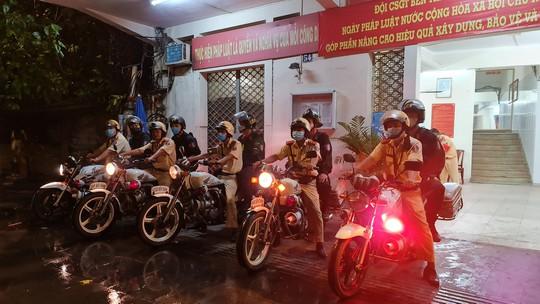 CSGT TP HCM đội mưa ra quân lúc 0 giờ! - Ảnh 6.