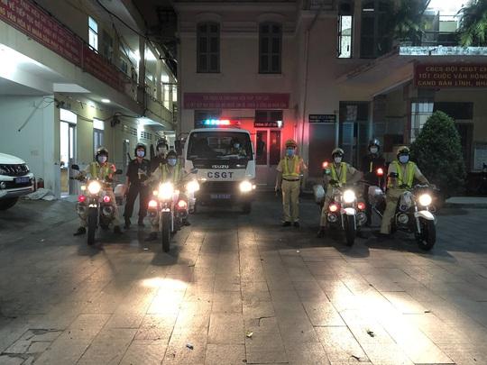 CSGT TP HCM đội mưa ra quân lúc 0 giờ! - Ảnh 8.
