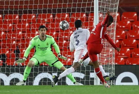 CĐV Liverpool đại náo sân Anfield, Real Madrid bản lĩnh giành vé bán kết - Ảnh 7.