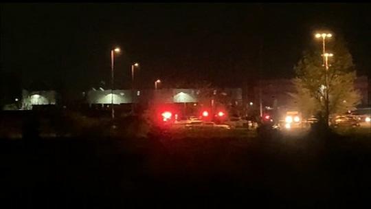 Mỹ: Hàng loạt người bị bắn gục tại cơ sở của Fedex - Ảnh 1.