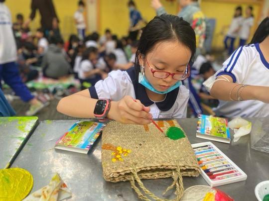 Trường Tiểu học Nguyễn Bỉnh Khiêm: Học sinh nhảy sạp, ném còn... ngay sân trường - Ảnh 8.