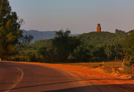 Mê hoặc tháp Chăm Bình Định - Ảnh 1.