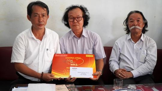 """""""Mai Vàng nhân ái' thăm và tặng quà Nhạc sĩ Phan Thiết - Ảnh 1."""