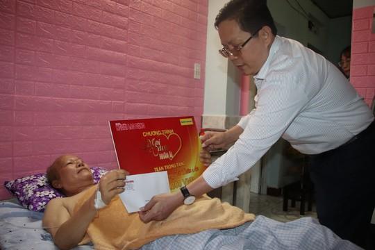 Mai Vàng nhân ái đến với 2 nhà thơ ở Quảng Nam - Ảnh 2.