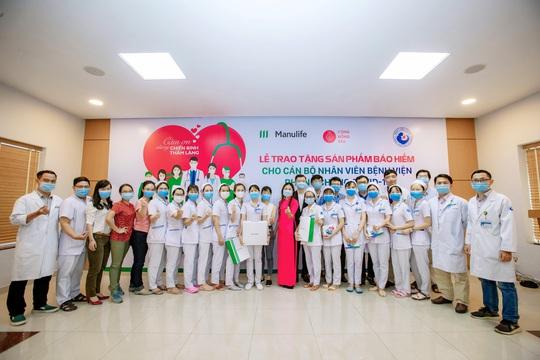 Manulife Việt Nam tri ân đội ngũ bác sĩ tại các bệnh viện phụ sản - Ảnh 2.