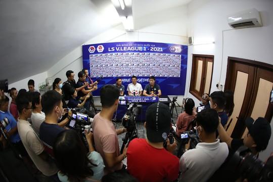 HLV Kiatisak nhắc chuyện Hà Nội FC sắp có HLV Hàn Quốc - Ảnh 2.