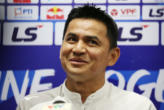 HLV Kiatisak nhắc chuyện Hà Nội FC sắp có HLV Hàn Quốc - Ảnh 3.