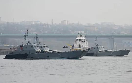 Tàu chiến Nga ồ ạt đến biển Đen - Ảnh 1.